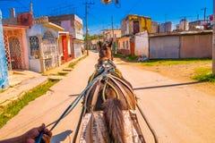 SANTA CLARA KUBA - SEPTEMBER 08, 2015: Sikt centrum i huvudstaden av landskapet, villa Clara Fotografering för Bildbyråer