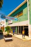 SANTA CLARA KUBA - SEPTEMBER 08, 2015: Sikt centrum i huvudstaden av landskapet, villa Clara Royaltyfri Fotografi