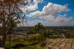 Santa Clara Kuba: Sikten från kullen av staden Royaltyfri Foto