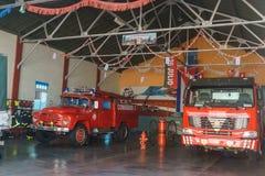 Santa Clara, Kuba, Styczeń 4, 2017: pożarniczego działu stacja z ciężarówkami od Santa Clara, Cuba obraz royalty free