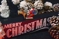 Santa Claus önskar oss glad jul Arkivfoton