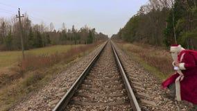 Santa Claus attraverso la ferrovia video d archivio