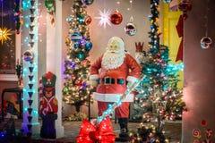 Santa Claus auf der Tür Stockbild