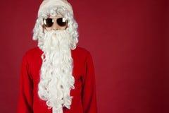 Santa Claus auf einem roten Hintergrund Lizenzfreies Stockbild