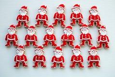 Santa Claus auf einem weißen Hintergrund, bunt, einzigartig, Weihnachtsplätzchen Lizenzfreies Stockfoto