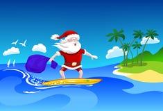 Santa Claus auf Surfbrett lizenzfreie stockbilder