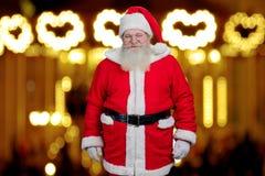 Santa Claus auf unscharfem Hintergrund Lizenzfreie Stockbilder