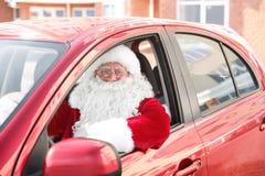 Santa Claus authentique dans la voiture, photographie stock