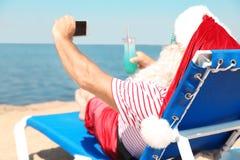 Santa Claus authentique prenant le selfie image libre de droits