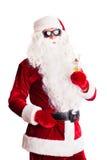 Santa Claus avec les lunettes de soleil et le cocktail Photos stock
