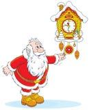 Santa Claus avvolge un cuculo-orologio Immagine Stock