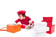Santa Claus behandla som ett barn flickan Arkivfoto