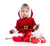 Santa Claus behandla som ett barn flickan med gåvaasken på white Royaltyfria Foton