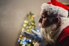 Santa Claus Blowing Kiss royalty-vrije stock afbeeldingen
