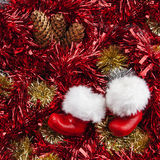 Santa Claus Boots - panorama de Noël avec le cône de tresse et de pin Photographie stock