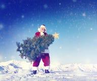 Santa Claus Carrying Christmas Tree på snö Royaltyfri Fotografi
