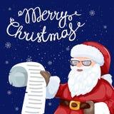 Santa Claus che legge una lettera o una lista dei desideri Fotografia Stock Libera da Diritti