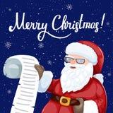 Santa Claus che legge una lettera o una lista dei desideri Immagine Stock Libera da Diritti