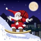 Santa Claus che porta una borsa dei regali su uno snowboard Fotografie Stock