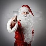 Santa Claus che spinge il bottone Fotografia Stock Libera da Diritti