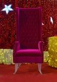 Santa Claus Christmas Chair para a distribuição do presente Foto de Stock Royalty Free