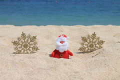 Santa Claus com flocos de neve do ouro Fotografia de Stock Royalty Free