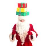 Santa Claus com os presentes em sua cabeça Fotografia de Stock