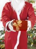 Santa Claus com presente vermelho Imagens de Stock Royalty Free
