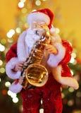 Santa Claus com saxofone fotos de stock