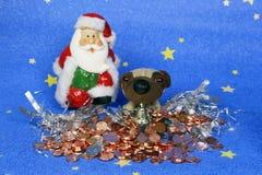 Santa Claus com um cão e os presentes Foto de Stock Royalty Free