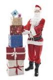 Santa Claus con i regali di Natale impilati immagine stock