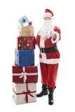 Santa Claus con i regali di Natale impilati immagini stock libere da diritti