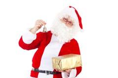 Santa Claus con la campana ed il regalo Fotografie Stock Libere da Diritti