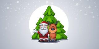 Santa Claus con los ciervos que muestran los pulgares del gesto para arriba o muy bien en el fondo de tres árboles en bosque Imagen de archivo libre de regalías