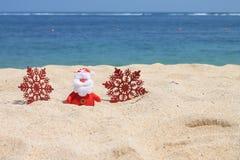 Santa Claus con los copos de nieve Imagenes de archivo