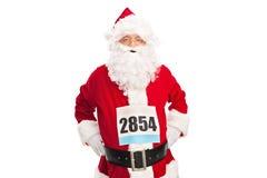 Santa Claus con un numero della corsa sul suo petto Fotografie Stock