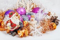 Santa Claus con un pupazzo di neve Immagine Stock