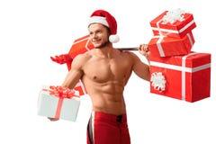 Santa Claus déchirée tenant le barbell et donnant des présents photos libres de droits