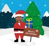 Santa Claus dalla carnagione scura e con un regalo in sue mani Paesaggio delle montagne, foresta, neve Progettazione piana modern Fotografia Stock