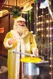 Santa Claus dans la boutique Photos libres de droits