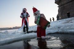 Santa Claus dans le trou Photo stock