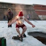 Santa Claus dans le trou Photos stock