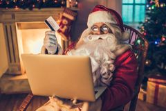 Santa Claus dans sa résidence Images stock
