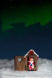 Santa Claus in de handeling wordt gevangen terwijl het zitten op toilet bij nacht die Stock Afbeelding