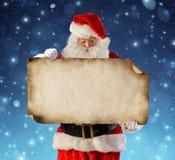 Santa Claus-de lijst van de lezingswens stock afbeelding