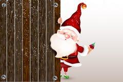 Santa Claus de sorriso feliz que está atrás de um sinal vazio, mostrando um grande sinal de madeira Cartão de Natal ilustração do vetor
