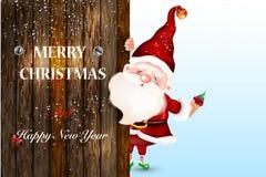 Santa Claus de sorriso feliz que está atrás de um sinal vazio, mostrando um grande sinal de madeira Cartão de Natal ilustração royalty free