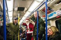 Santa Claus die de buis van Londen, Kerstmisweek 2013 berijden Stock Afbeeldingen