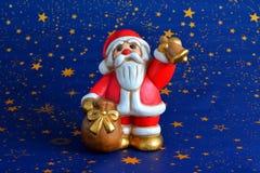Santa Claus die de klok spelen Royalty-vrije Stock Foto