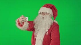 Santa Claus die een selfie op het Groen Scherm doen stock videobeelden